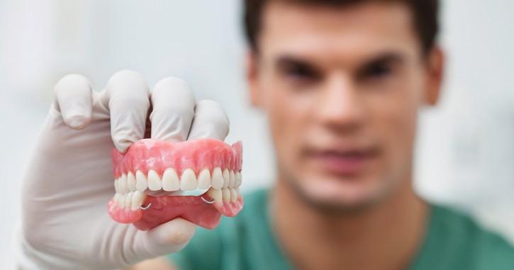 dca-blog-525-Dentures_1200x630-725x381